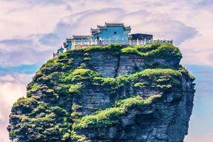 Hai ngôi đền cổ nằm cô lập trên đỉnh núi 2.570 m