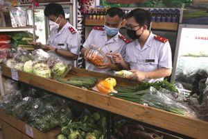 Hà Nội: Kiểm tra đột xuất việc bán hàng bình ổn giá giữa mùa dịch Covid-19
