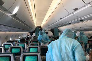 Hành khách trên máy bay cách nhau ít nhất 1 ghế