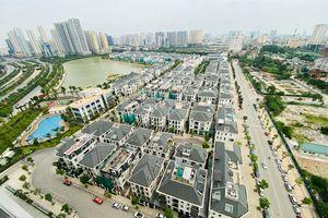 Khu đô thị mới Hà Nội vắng khác lạ trong ngày đầu tiên lệnh đóng cửa quán
