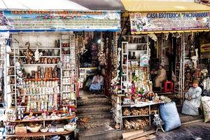 Chợ Phù Thủy: Ngôi chợ bán đủ mọi thứ bùa phép, tà thuật quái dị trên đời
