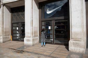 Fitch Ratings hạ mức tín nhiệm nợ công của Anh xuống mức AA-