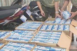 An Giang truy tìm chủ nhân 22.500 khẩu trang y tế nằm ven đường