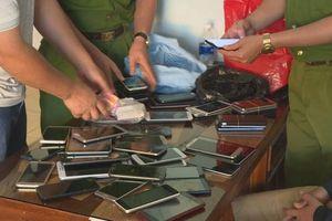 Bắt nhóm đối tượng đột nhập cửa hàng trộm cắp điện thoại liên tỉnh