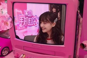 Trịnh Sảng xuất hiện trong live-stream bán hàng, hình ảnh xinh đẹp và ngọt ngào làm dân mạng nhớ đến 'Sở Vũ Tiêm'