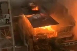 Mẹ ôm con chạy thoát thân trong ngôi nhà 3 tầng đang cháy tại Hà Nội