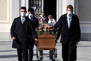 COVID-19 Ý: Vượt mốc 10.000 người chết, tính kéo dài phong tỏa