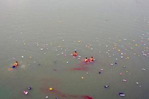 Tìm thấy thi thể người mẹ nhảy cầu tự tử trước mặt 2 con gái ở Bình Phước