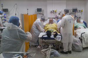 Dịch COVID-19: Pháp tiếp tục sơ tán các bệnh nhân ra khỏi vùng dịch
