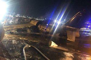 Máy bay Philippines phát nổ trên đường băng, 8 người thiệt mạng