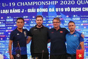 Nước cờ của HLV Troussier và Maloney cho giải U-19 châu Á
