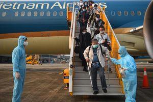 Sân bay Vân Đồn đón 56 người Việt trở về từ Ukraine