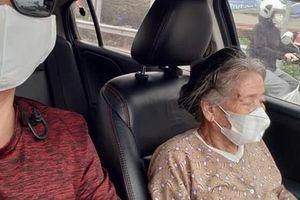 Thấy cụ bà gần 90 tuổi đứng chờ xe buýt, tài xế mời cụ lên xe chở đến địa điểm cụ cần cùng hành động đặc biệt