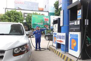 Đủ xăng dầu cung ứng cho thị trường, người dân không cần tích trữ