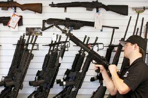 COVID-19: Coi súng là 'thiết yếu', chính quyền Mỹ bị chỉ trích