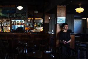Quán bar, nhà hàng tìm cách sống sót qua dịch Covid-19 như thế nào