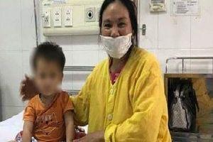 Bé gái 2 tuổi uống nhầm thuốc diệt chuột vì tưởng siro hoa quả
