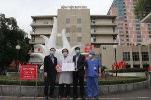Động viên các cán bộ y tế nỗ lực phòng, chống dịch Covid-19