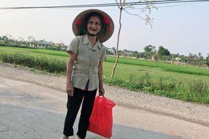 Cụ ông 89 tuổi mang gạo, rau và 20.000 đồng ủng hộ chống COVID-19 ở khu cách ly Hà Tĩnh