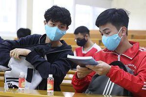 Vì COVID-19, trường đại học cho sinh viên bảo vệ khóa luận trực tuyến