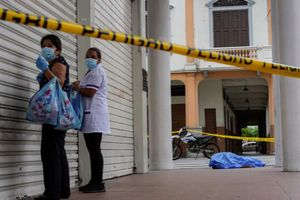 Nhiều gia đình Ecuador giữ thi thể người thân chết vì COVID-19 trong nhà