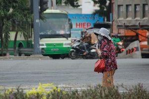 Người bán vé Sài Gòn mưu sinh trước giờ nghỉ chống dịch COVID-19