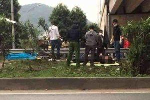 Băng qua đường cao tốc Hà Nội - Bắc Giang, 1 phụ nữ bị tông chết
