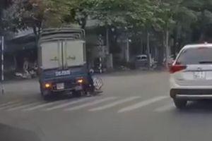 Xe tải vượt ẩu suýt gây tai nạn kinh hoàng
