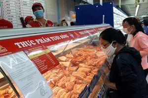 Thực phẩm thiết yếu dồi dào, giá ổn định tại TP HCM