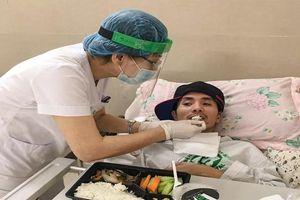 Những hình ảnh xúc động bên trong Bệnh viện Bạch Mai