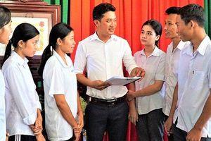 Thầy giáo Khmer tận tâm, yêu nghề