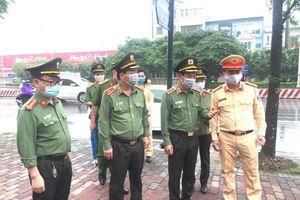 'Chống dịch như chống giặc' tại 30 chốt ra, vào cửa ngõ Thủ đô
