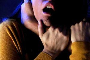 Mâu thuẫn gia đình, chồng bóp cổ vợ chết trong đêm