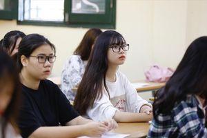 Giảm tải các môn lớp 12: Toán, Ngữ văn phù hợp, băn khoăn Ngoại ngữ