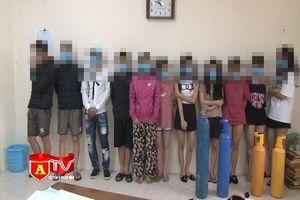 Giữa lúc dịch bệnh, 11 thanh niên tụ tập hít khí cười trong quán karaoke