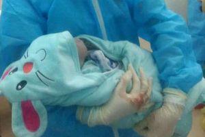 Sản phụ sinh bé trai tại phòng cách ly bệnh viện
