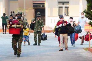 Nhiều người hoàn thành thời gian cách ly góp tiền ủng hộ Trường Quân sự tỉnh Thừa Thiên – Huế
