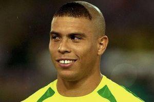 Ronaldo 'béo' gạt CR7 khỏi đội hình hay nhất lịch sử
