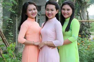 Bức ảnh 3 người phụ nữ mặc áo dài khiến dân mạng 'hoa mắt' khi xác định đâu là mẹ đâu là con