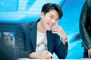 Hyun Bin sinh ra để làm chồng Son Ye Jin: 11 hành động khiến fan đóng băng!