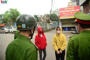 Khó khăn trong xử lý người dân Thủ đô ra đường khi đang có dịch