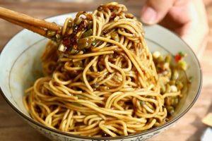 Mì trộn cay - món ăn sáng đặc trưng ở Vũ Hán