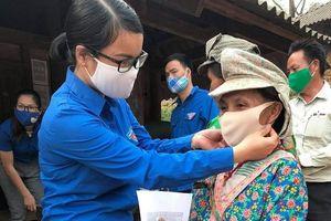 Thanh niên huyện nghèo chung sức phòng dịch