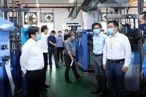 Chăm lo sức khỏe công nhân là bảo vệ sản xuất