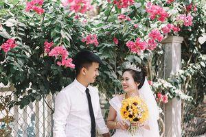 Bộ ảnh cưới kể chuyện tình 'thương em anh trồng hoa giấy' gây bão mạng