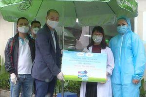 Tặng 5.500 sản phẩm tăng sức đề kháng cho các bệnh viện tuyến đầu