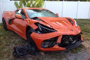 Chevrolet Corvette mới cứng gặp tai nạn 'móp đầu'