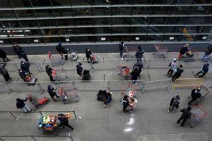 Người dân các nước mua sắm ra sao trong thời 'giãn cách xã hội'?