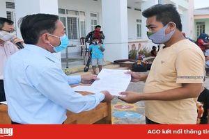 Châu Đốc trao giấy chứng nhận cho 108 công dân hoàn thành cách ly tập trung