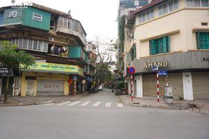 Ra đường không có lý do cần thiết: 3 người đầu tiên ở Hà Nội bị phạt